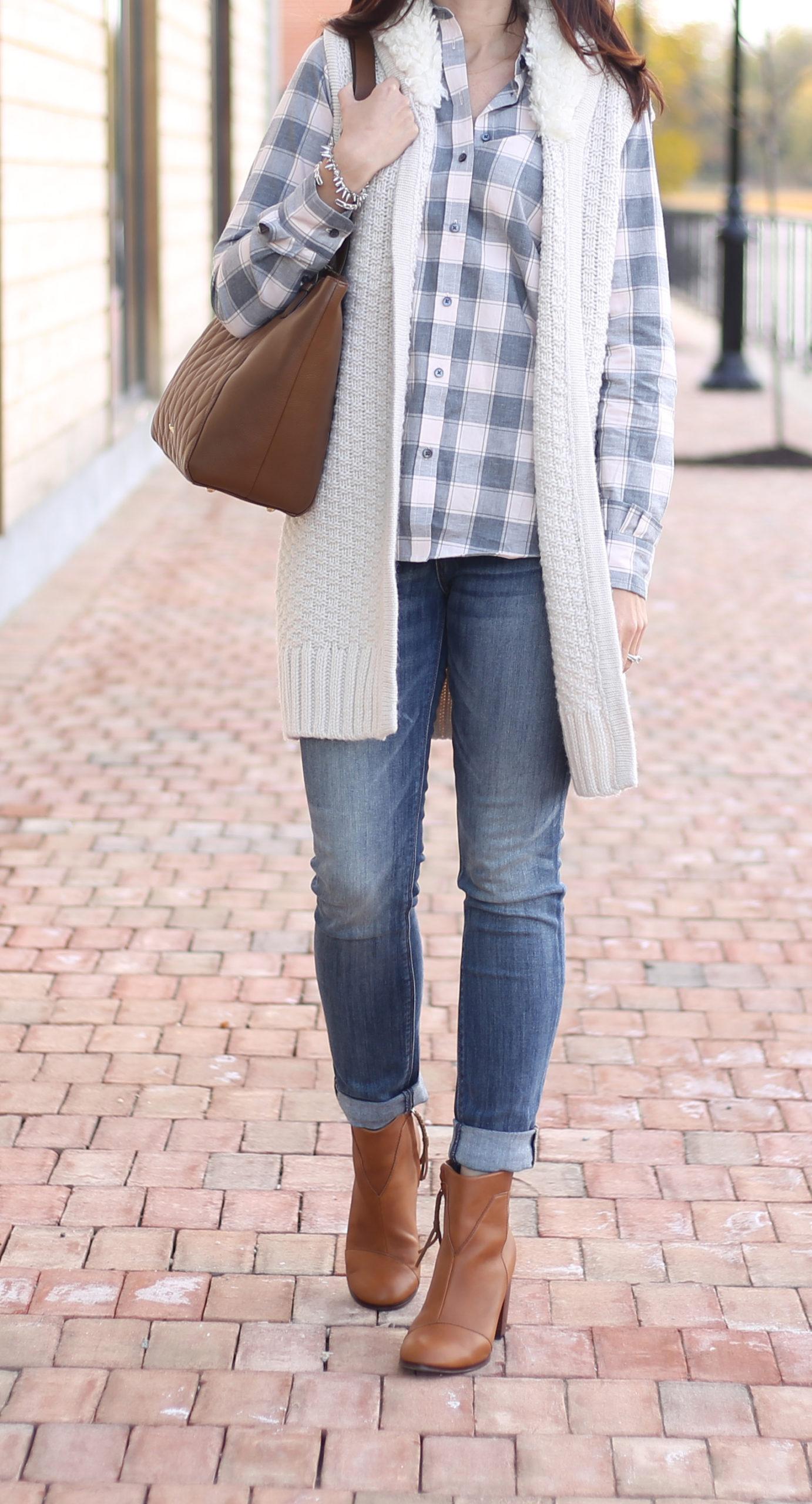 GAP cozy white sweater vest