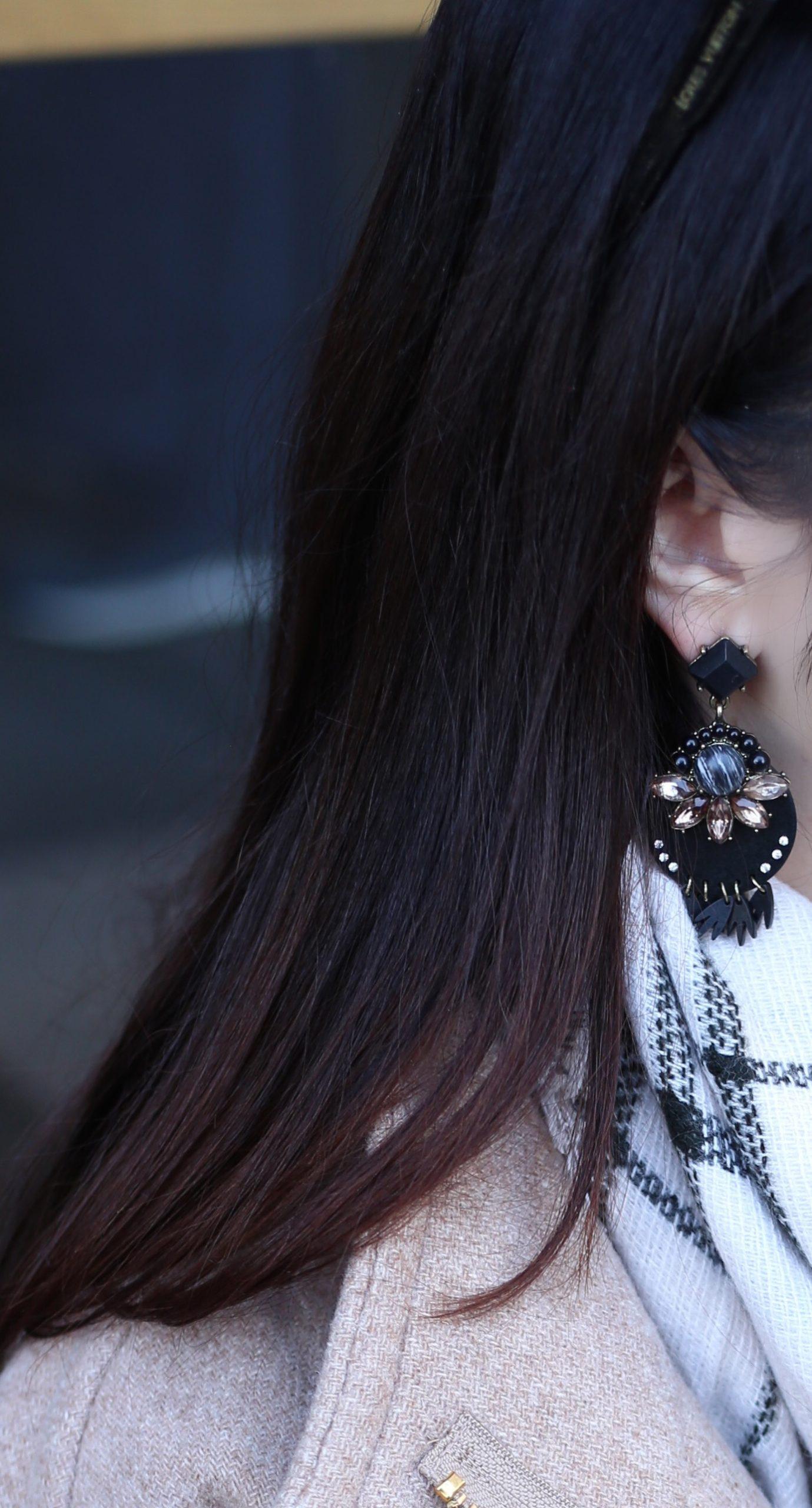 blogger Anna Monteiro of Blushing Rose Style wearing BaubleBar Venette Drop earrings