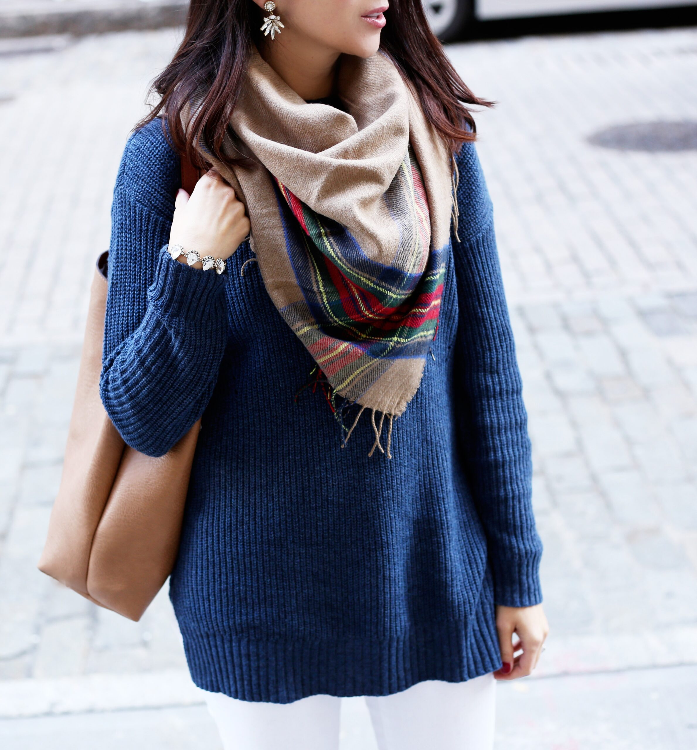 style blogger Anna Monteiro wearing BP. plaid blanket scarf from Nordstrom, J.crew toothpick jeans in white and a Street Level reversible tote