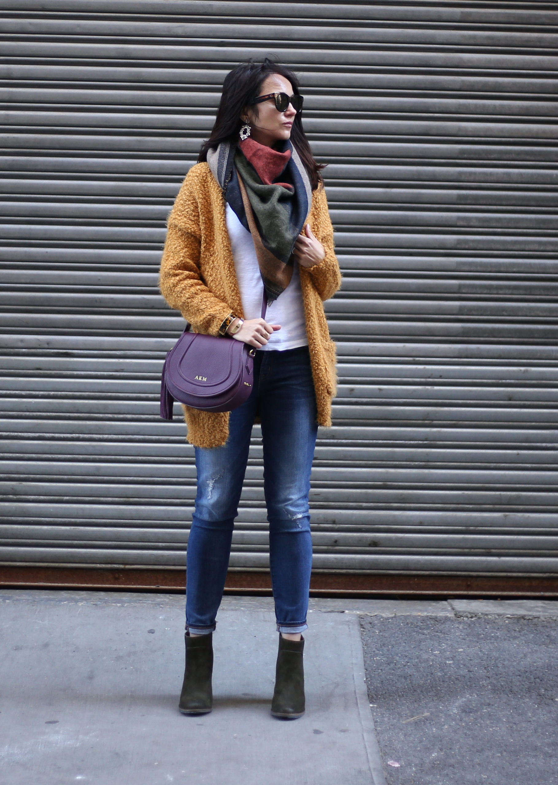 Anna Monteiro blogger of Blushing Rose Style wearing mustard yellow cardigan skiiny jeans from Nordstrom and a Gigi New York crossbody bag