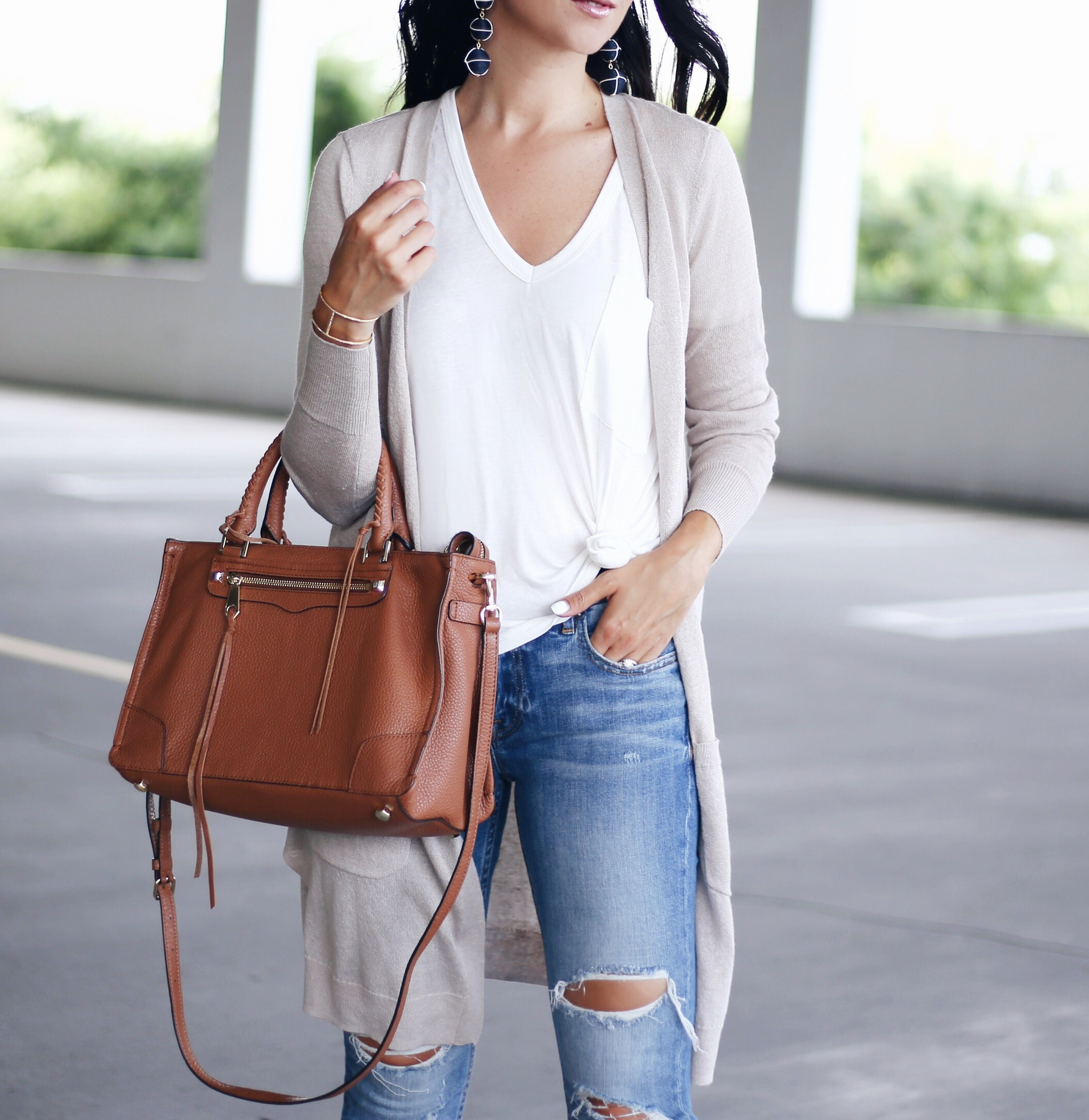 blogger Anna Monteiro from Blushing Rose Style wearing halogen linen blend cardigan from Nordstrom Anniversary Sale 2017