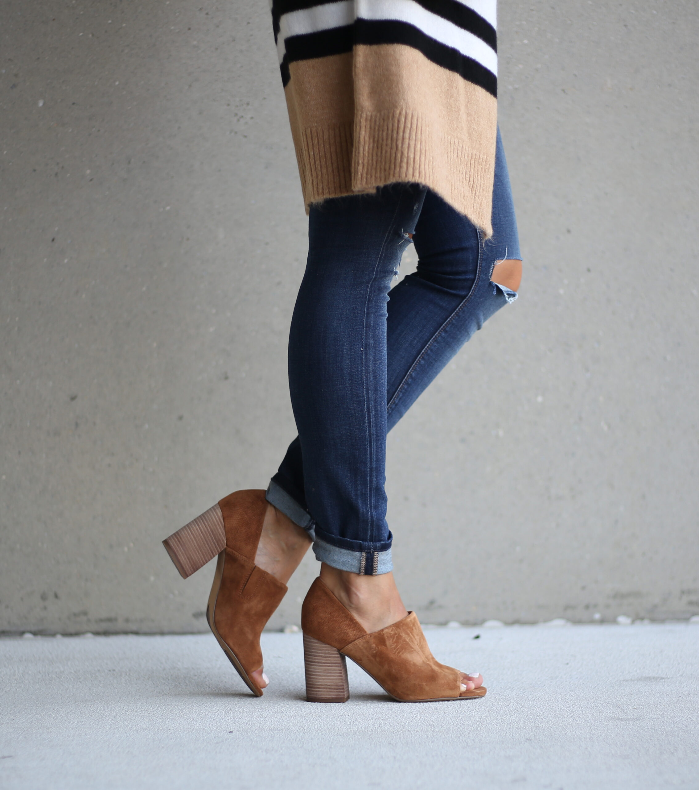 fashion blogger Anna Monteiro of blushing rose style wearing franco sarto peep toe booties from the Nordstrom anniversary sale 2017