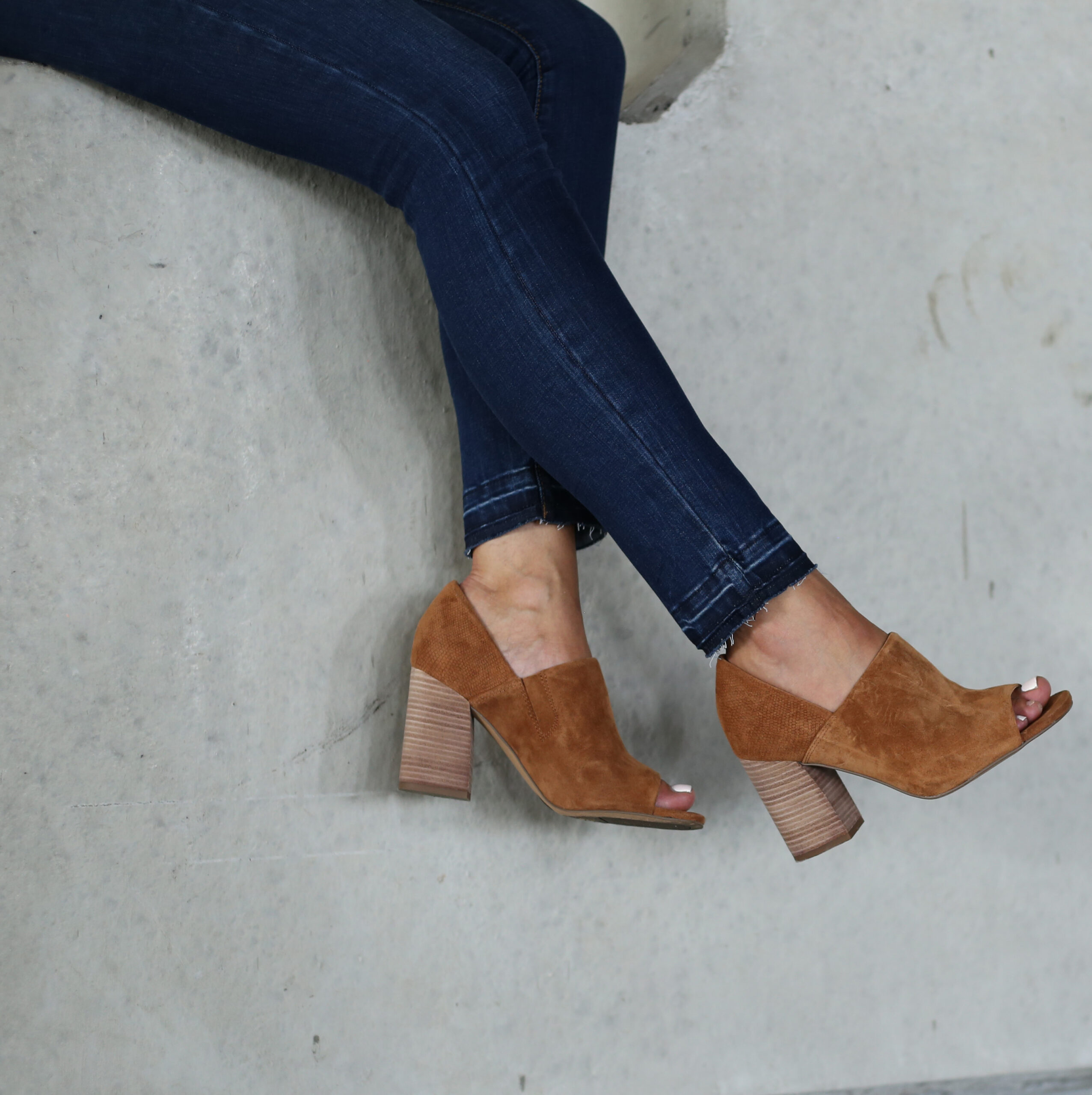 Anna Monteiro of Blushing Rose Style wearing Sarto by Franco Sarto block heel sandals from the Nordstrom Anniversary Sale 2017