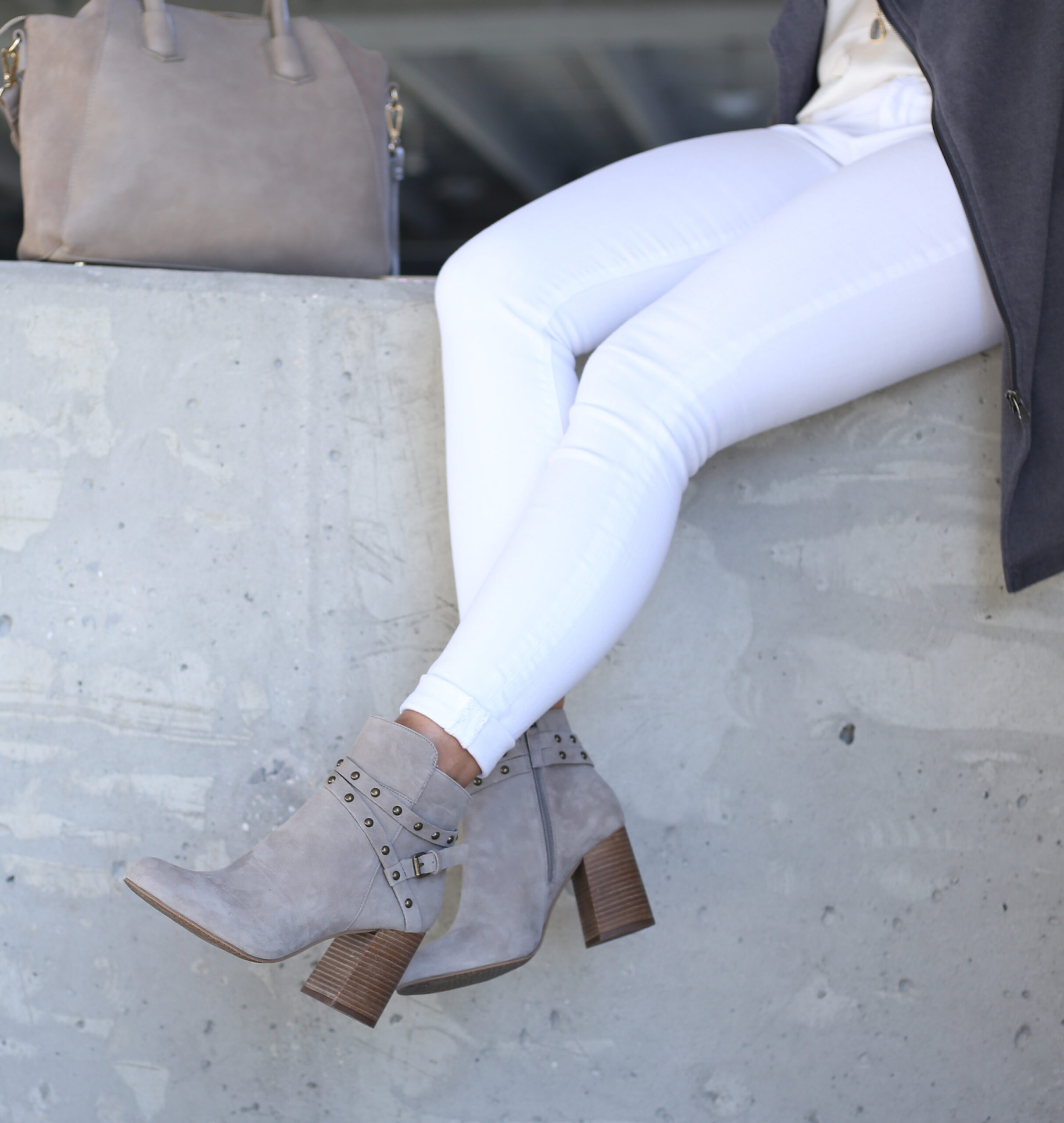 Anna Monteiro of Blushing Rose STyle wearing BP. booties from the Nordstrom Anniversary Sale 2017 and white skinny jeans