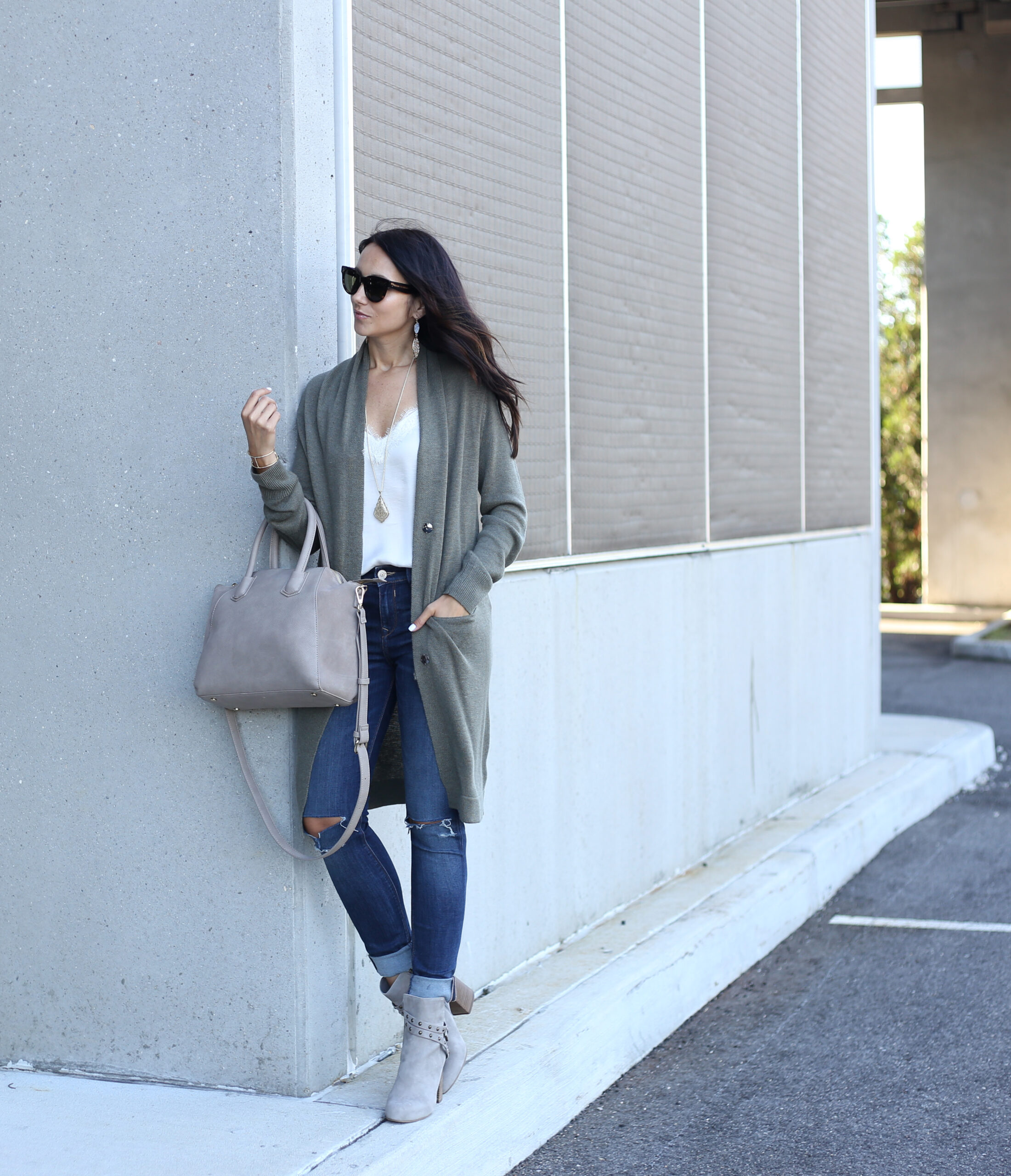 blogger Anna Monteiro wearing sole society grey satchel from Nordstrom Anniversary Sale 2017