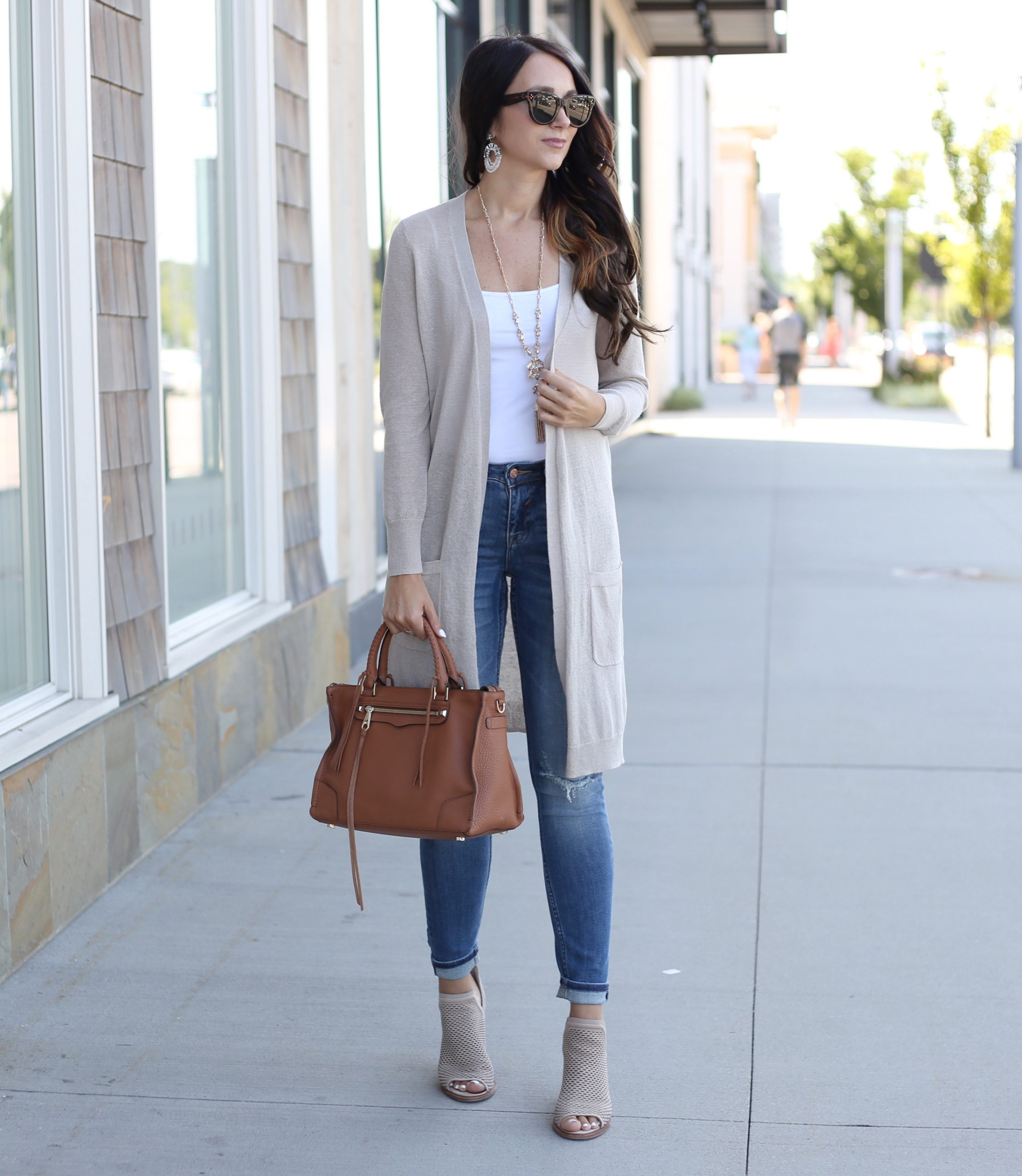 blogger Anna Monteiro wearing caslon linen blend cardigan from nordstrom in fall wardrobe update