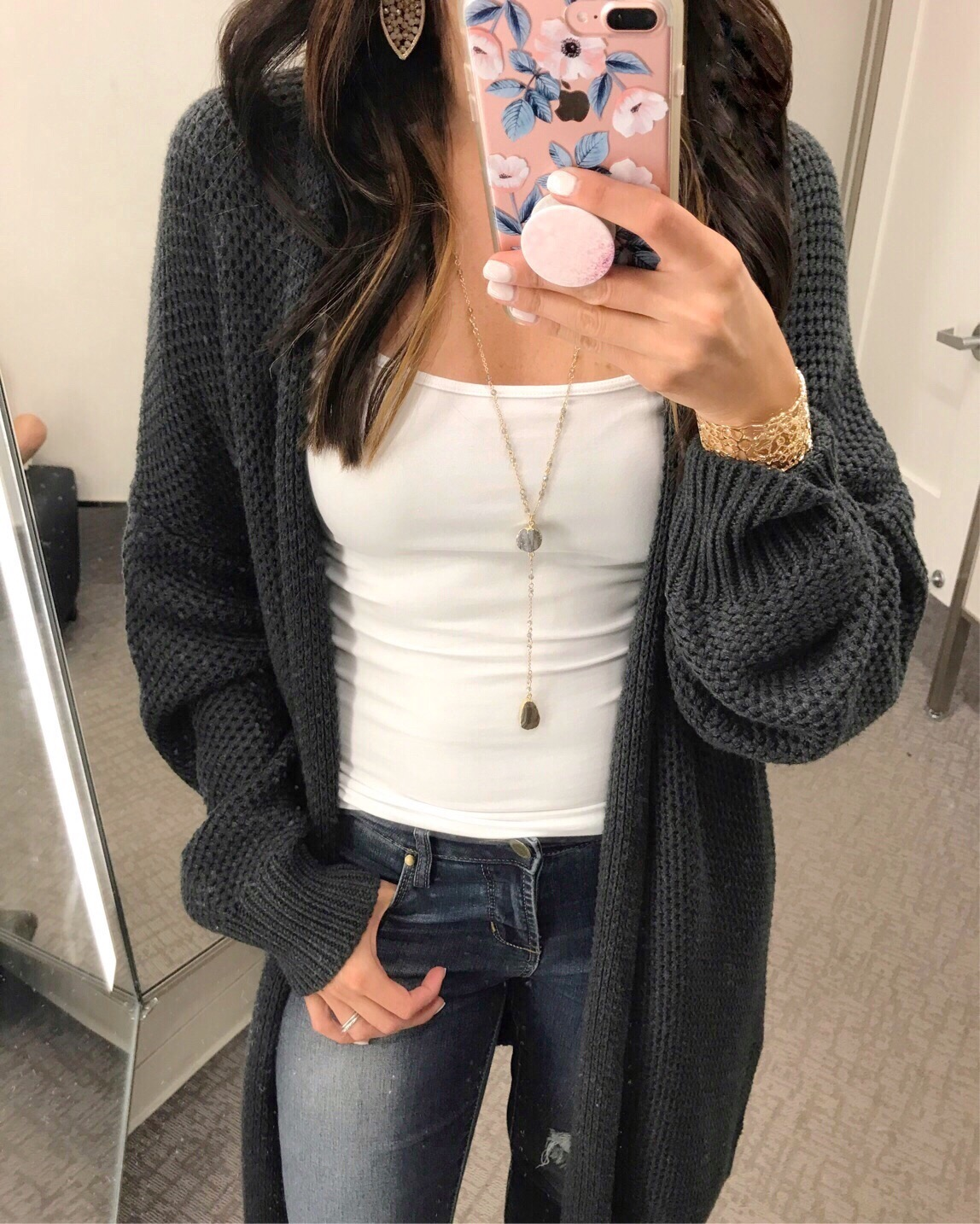 blogger Anna Monteiro of Blushing Rose Style blog wearing Treasure & Bond cardigan from Nordstrom