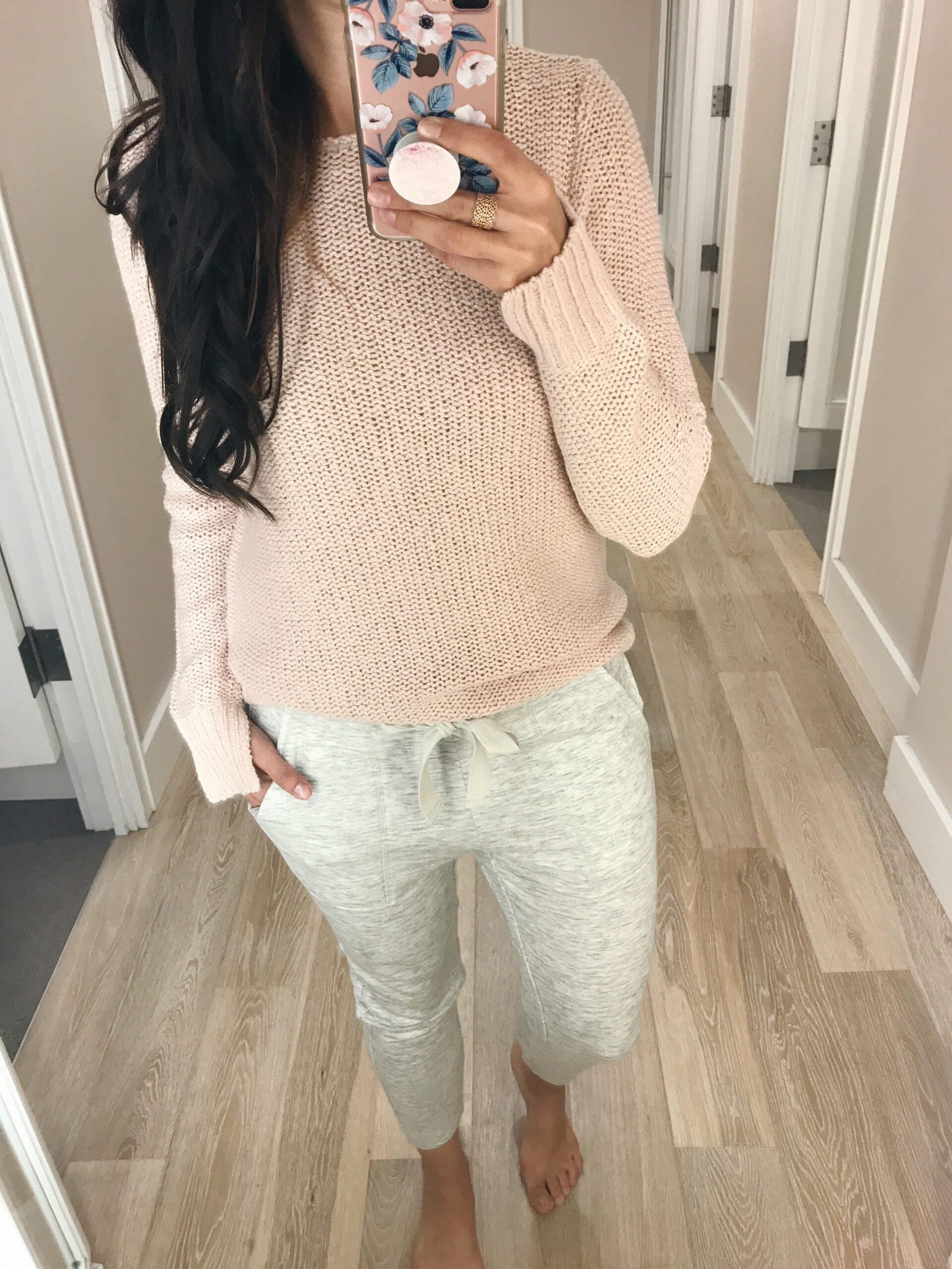 blogger Anna Monteiro blushing rose style blog wearing LOFT joggers from Labor day weekend sales and pink sweater