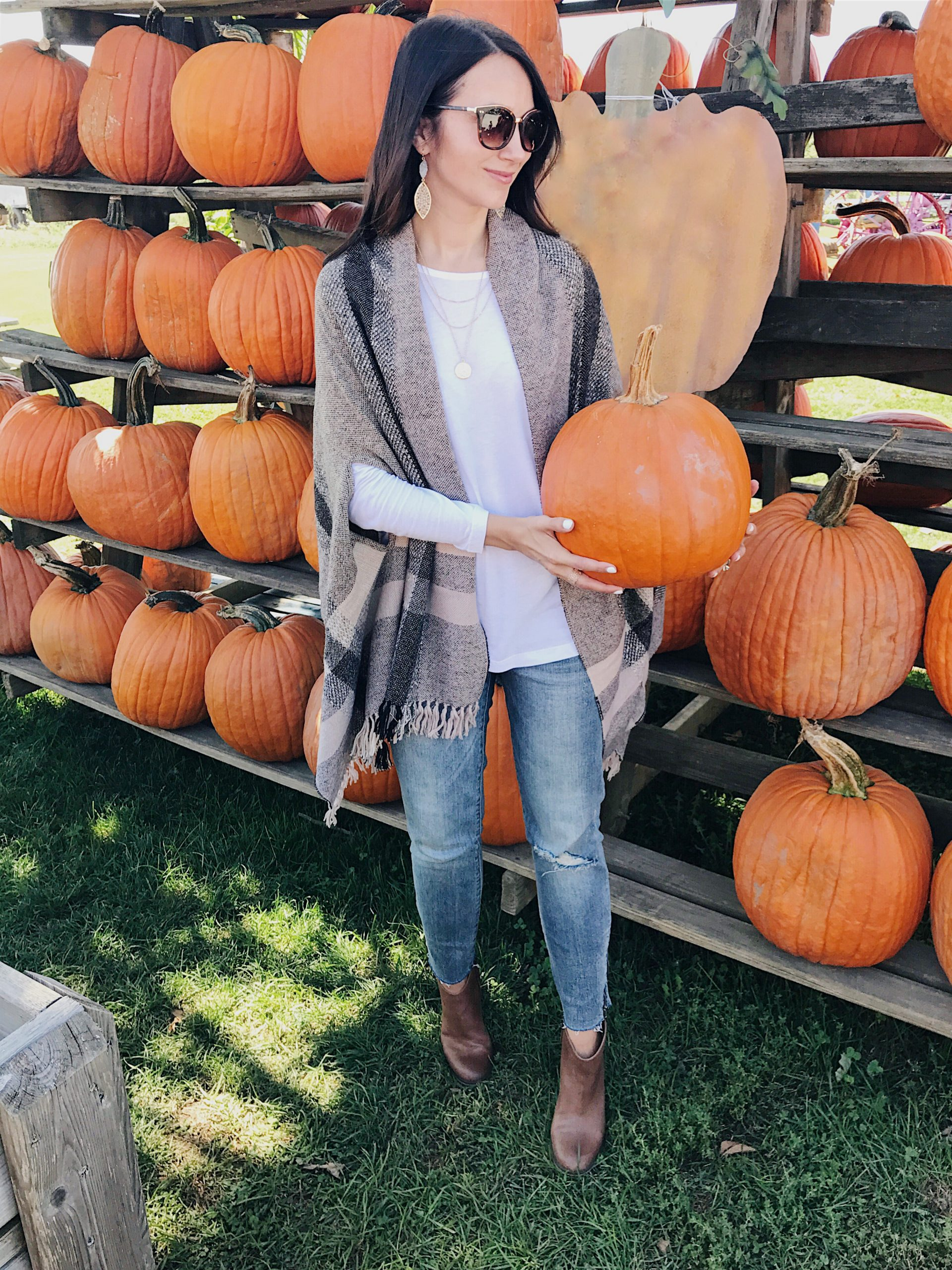 bloggger Anna Monteiro wearing madewell cape Poncho for Fall