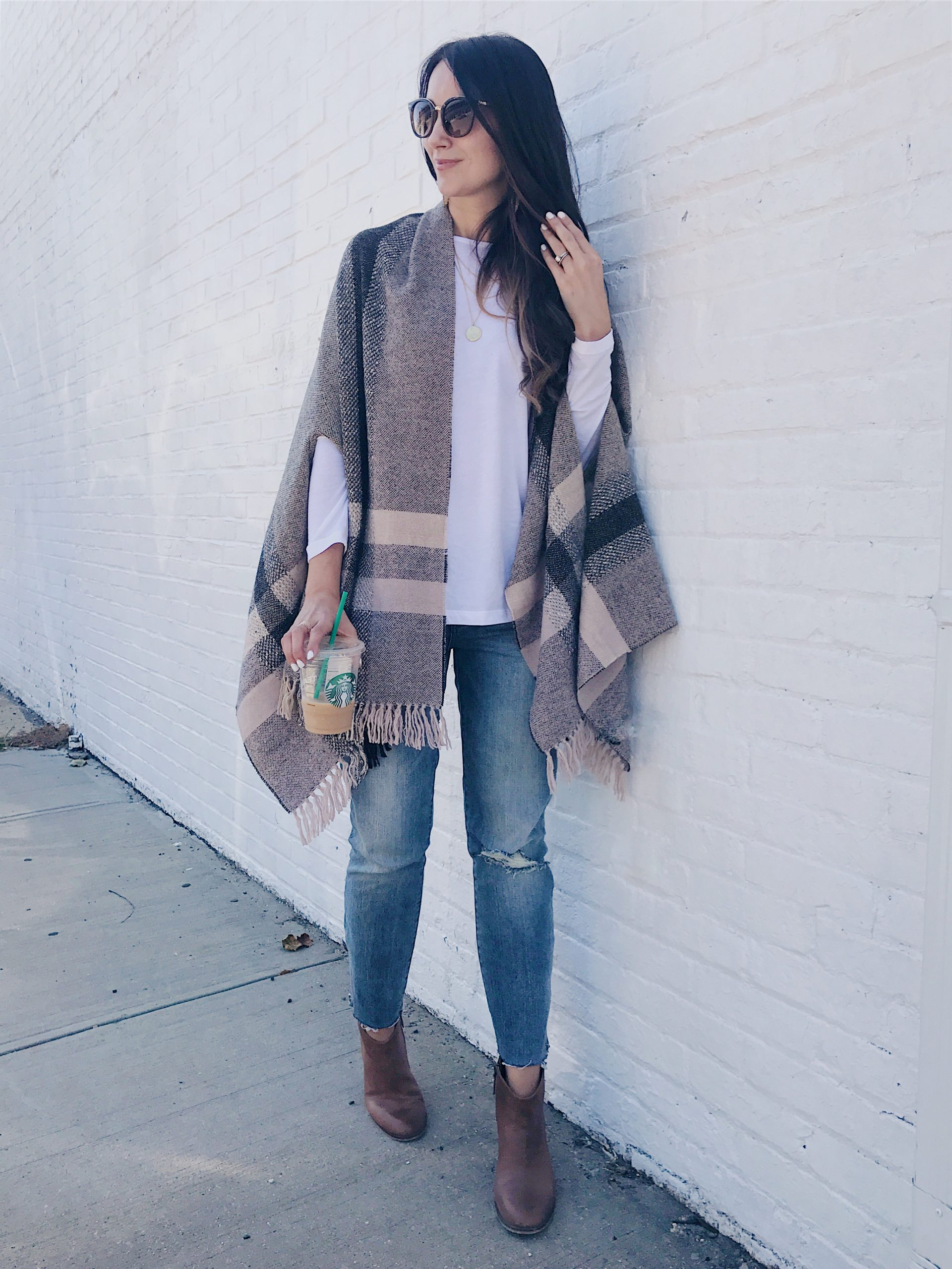 blogger Anna Monteiro of blushing rose style wearing cape from nordstrom poncho for fall