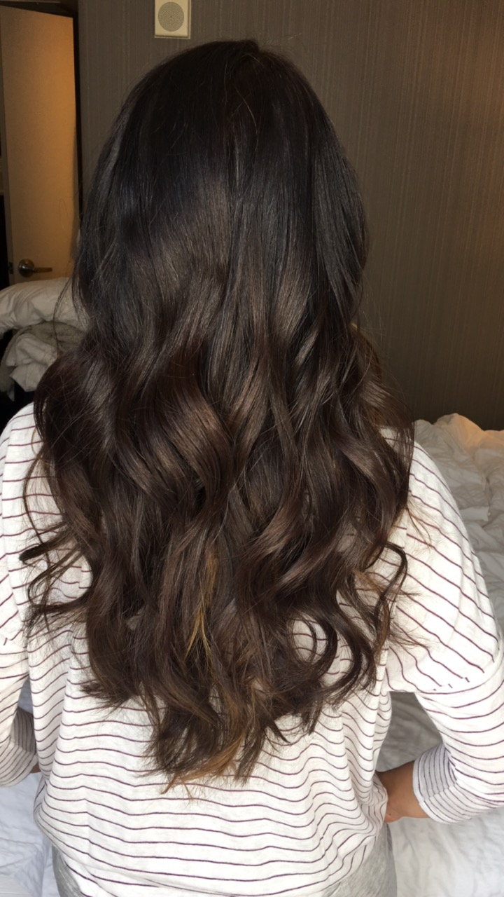blogger Anna Monteiro of Blushing ROse Style blog styling beach waves hair extensions