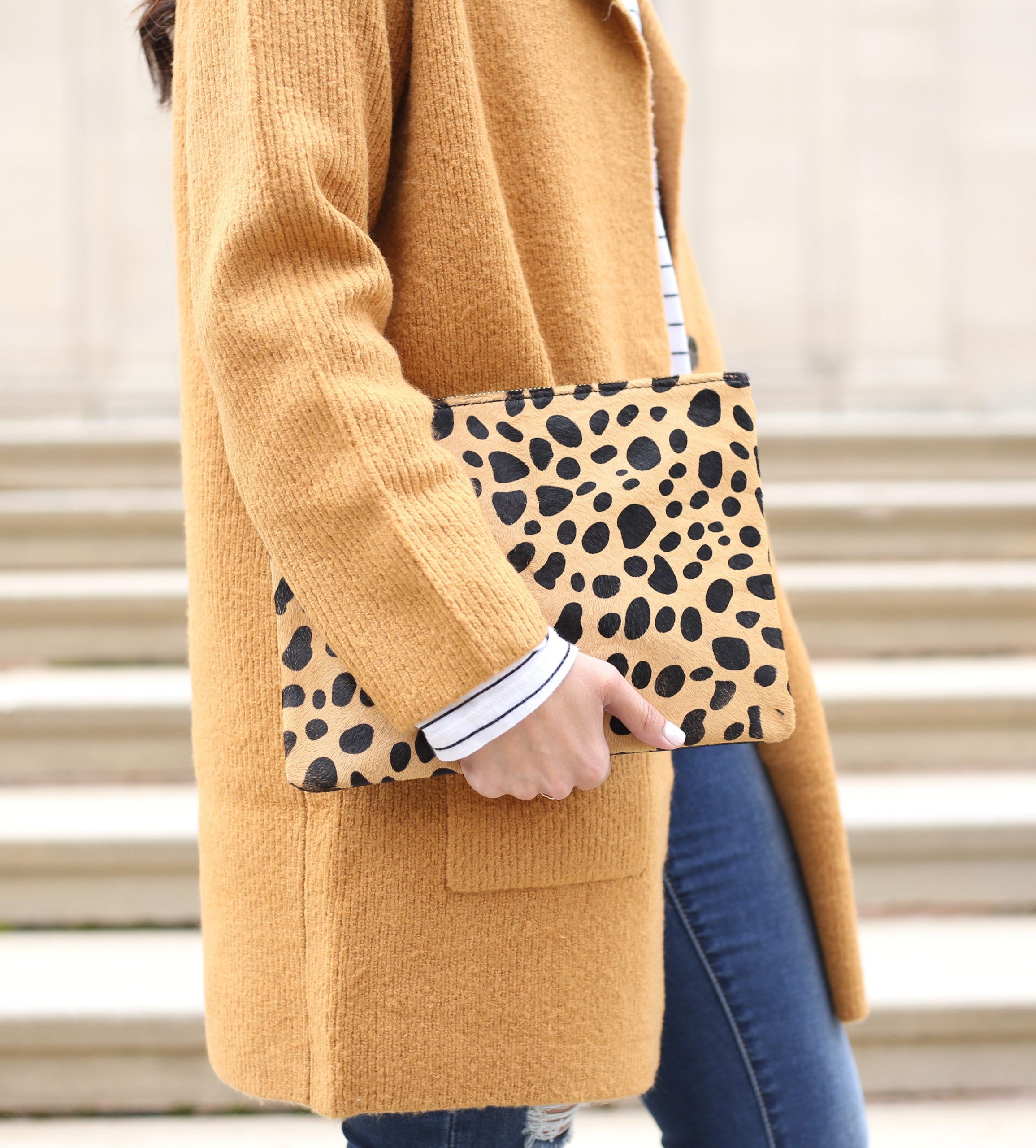 blogger Anna Monteiro of Blushing ROse Style blog wearing cozy fall sweaters and leopard print clutch