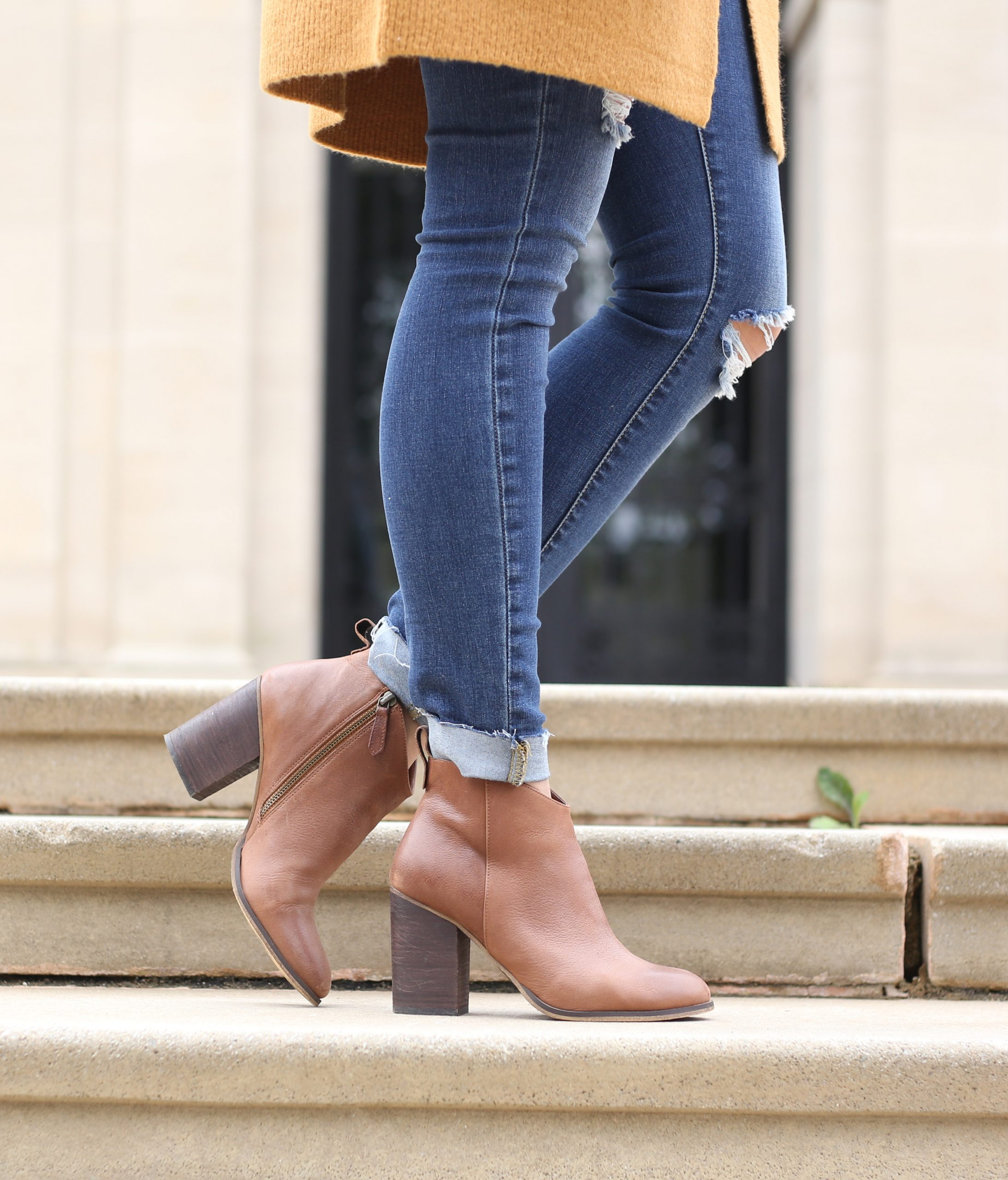 blogger Anna Monteiro of Blushing Rose Style wearing cozy fall sweaters, skinny jeans and brown block heel booties in this cute fall outfit