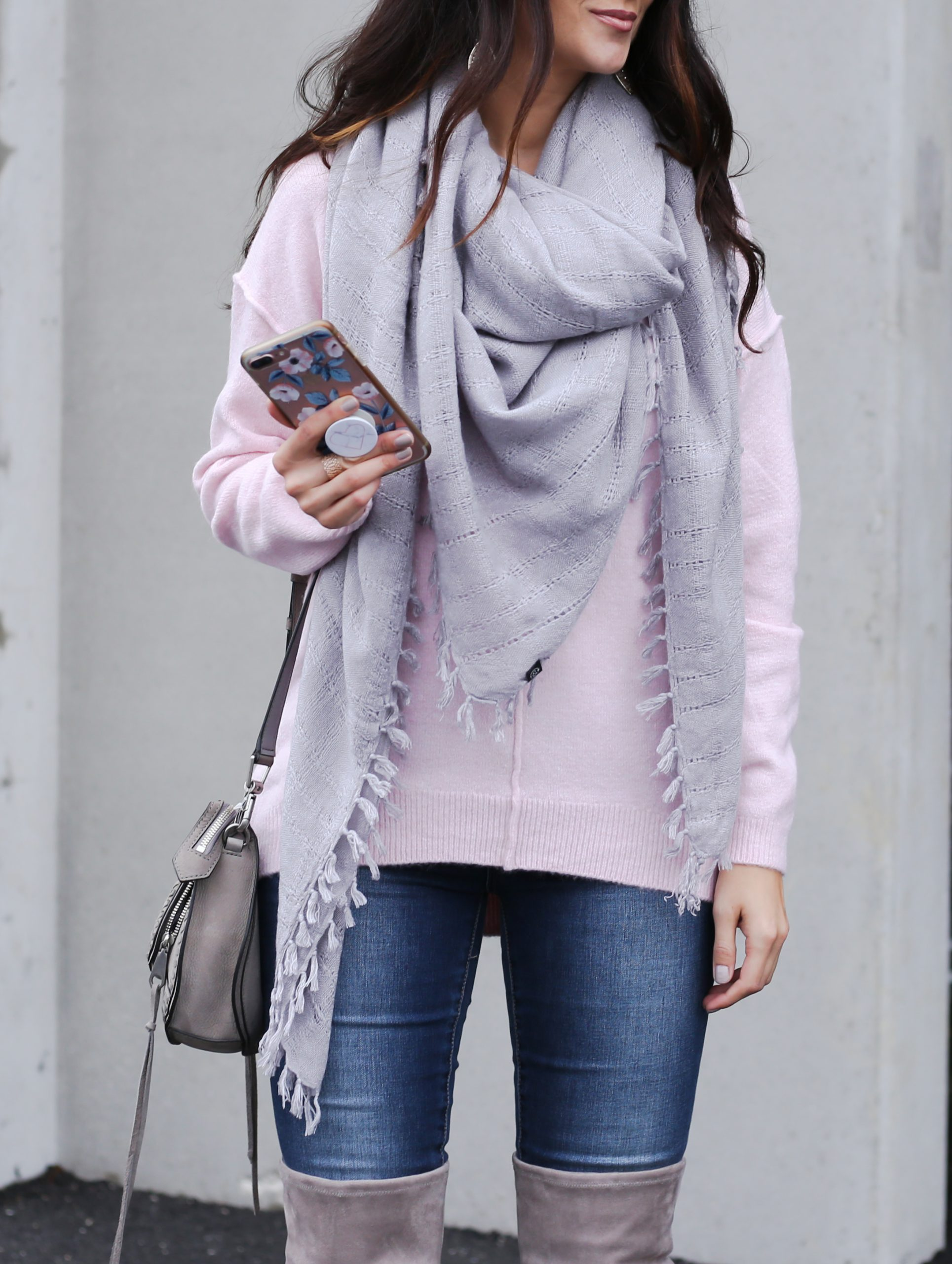 blogger Anna Monteiro wearing oversized scarf in casual holiday outfit