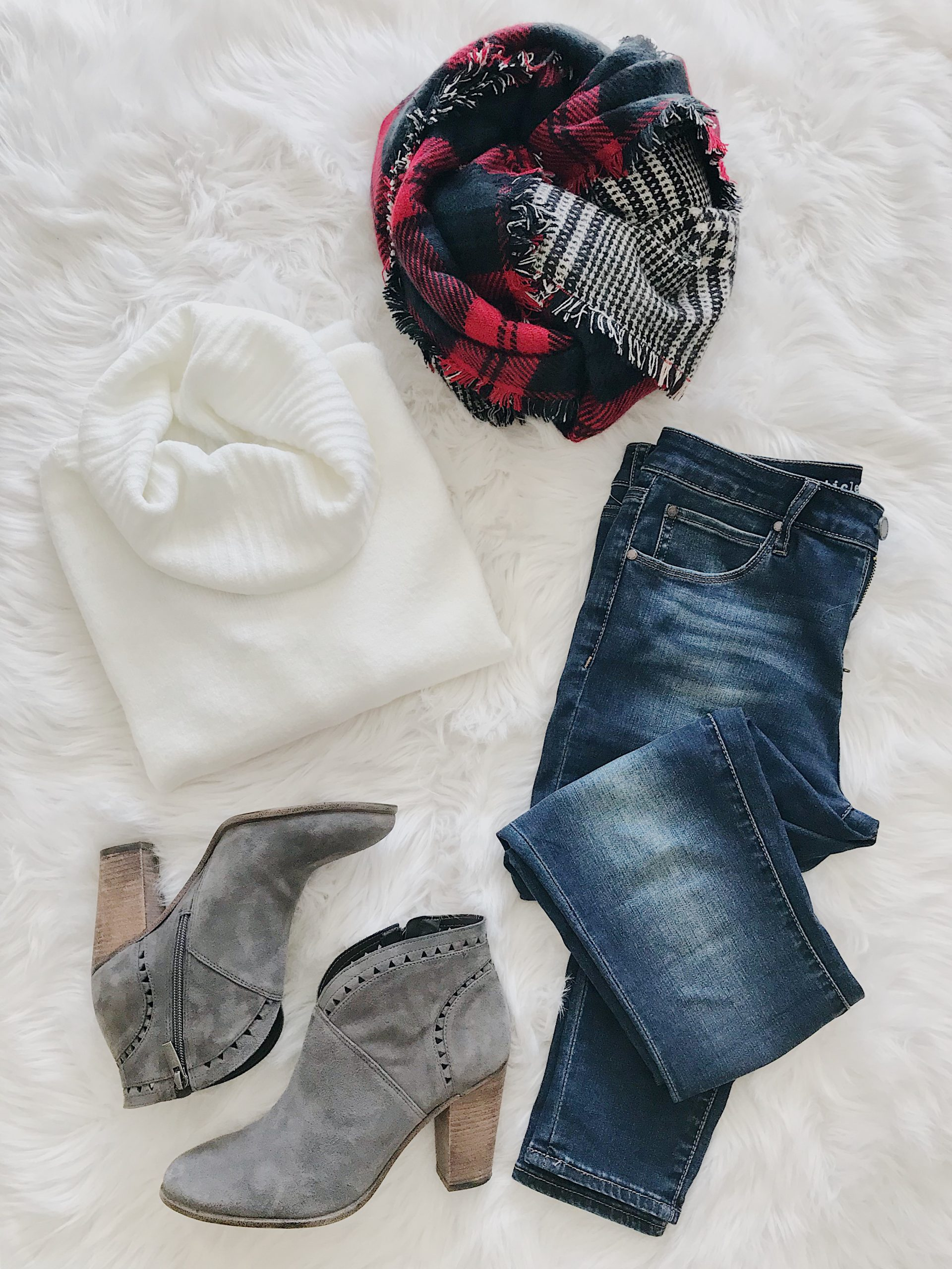 flatlay outfit inspiration for casual holiday outfit