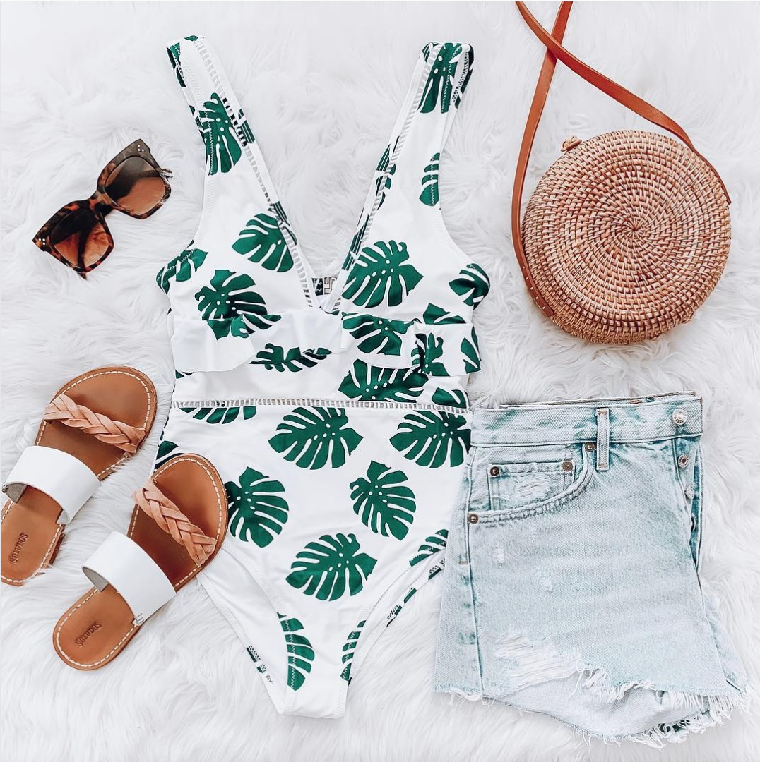 palm leaf one-piece sandals denim shorts