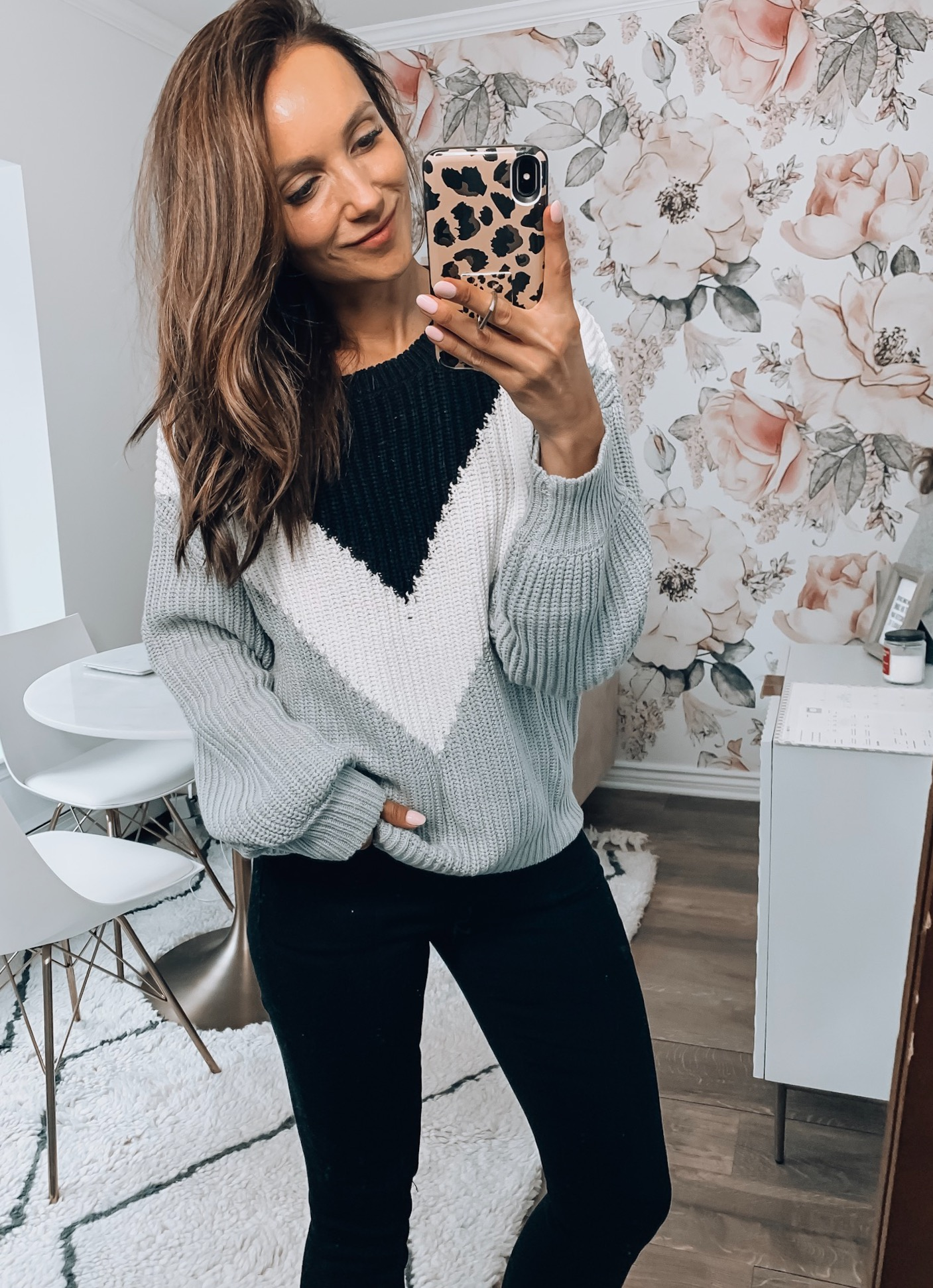 PULLOVER SWEATER, JEANS