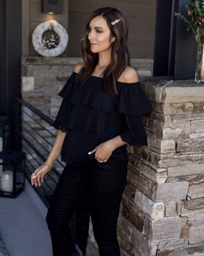 Off the shoulder top with skinny jeans, leggings