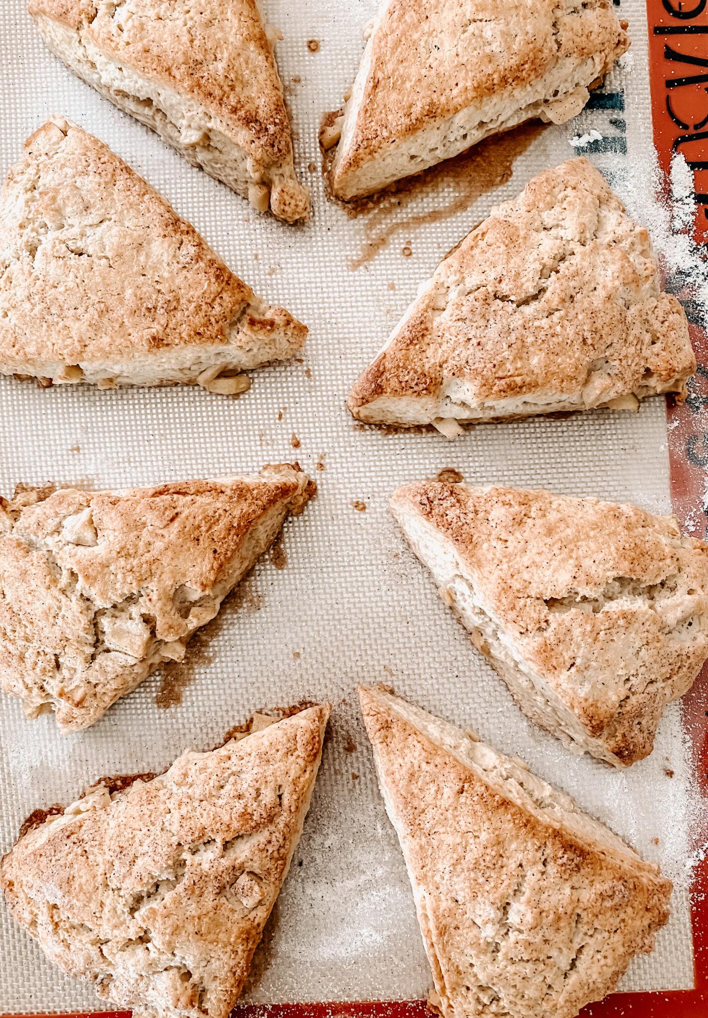 yummy breakfast, delicious scones, apple pie scones, apple cinnamon scones