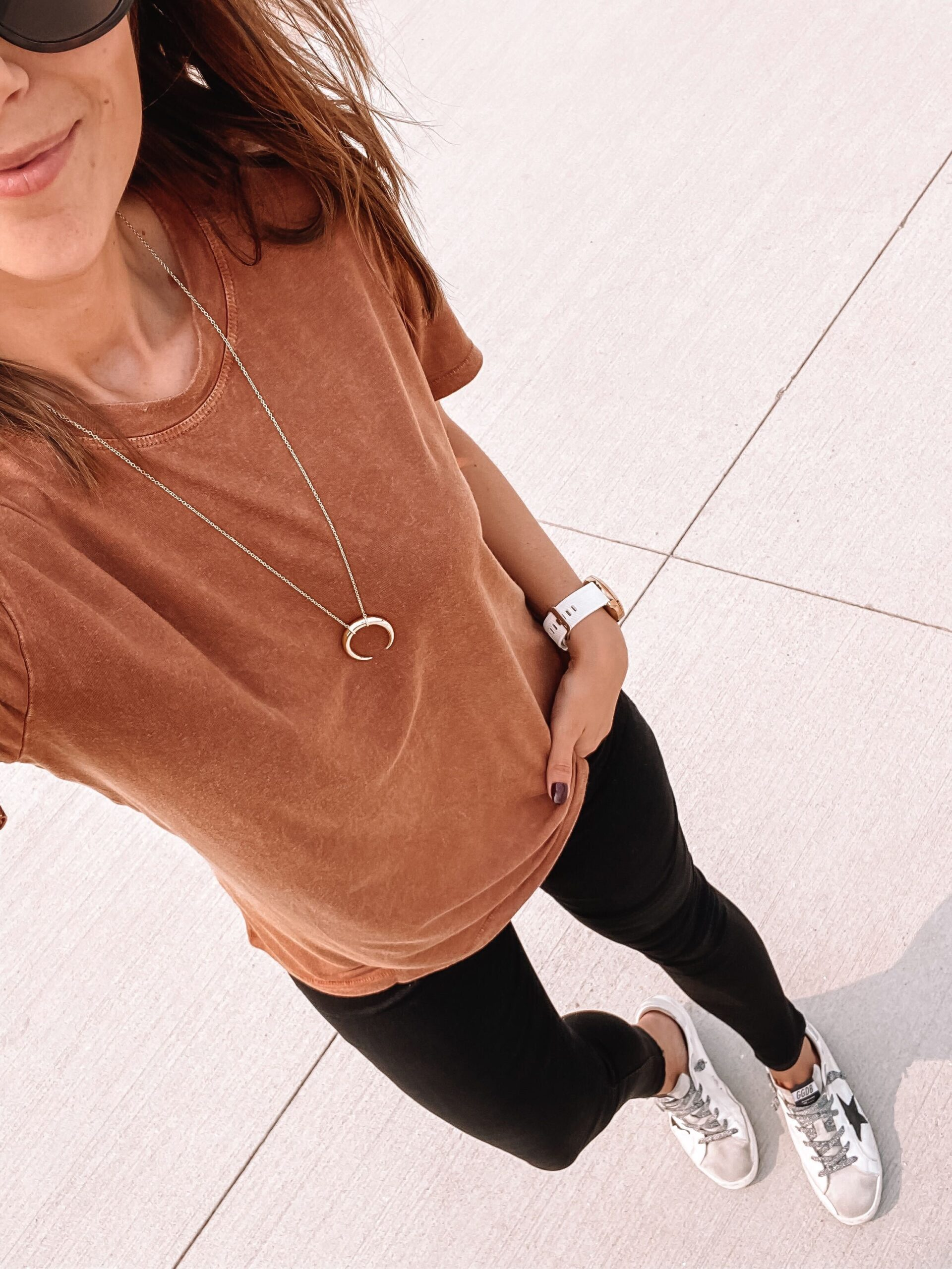 casual fall outfit with black jeans