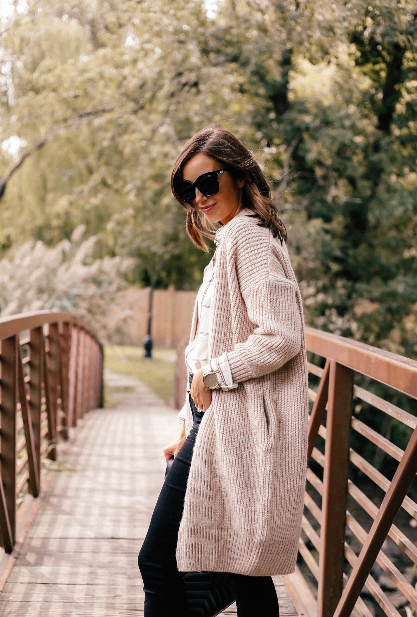 fall outfit idea with cardigan and black jeans