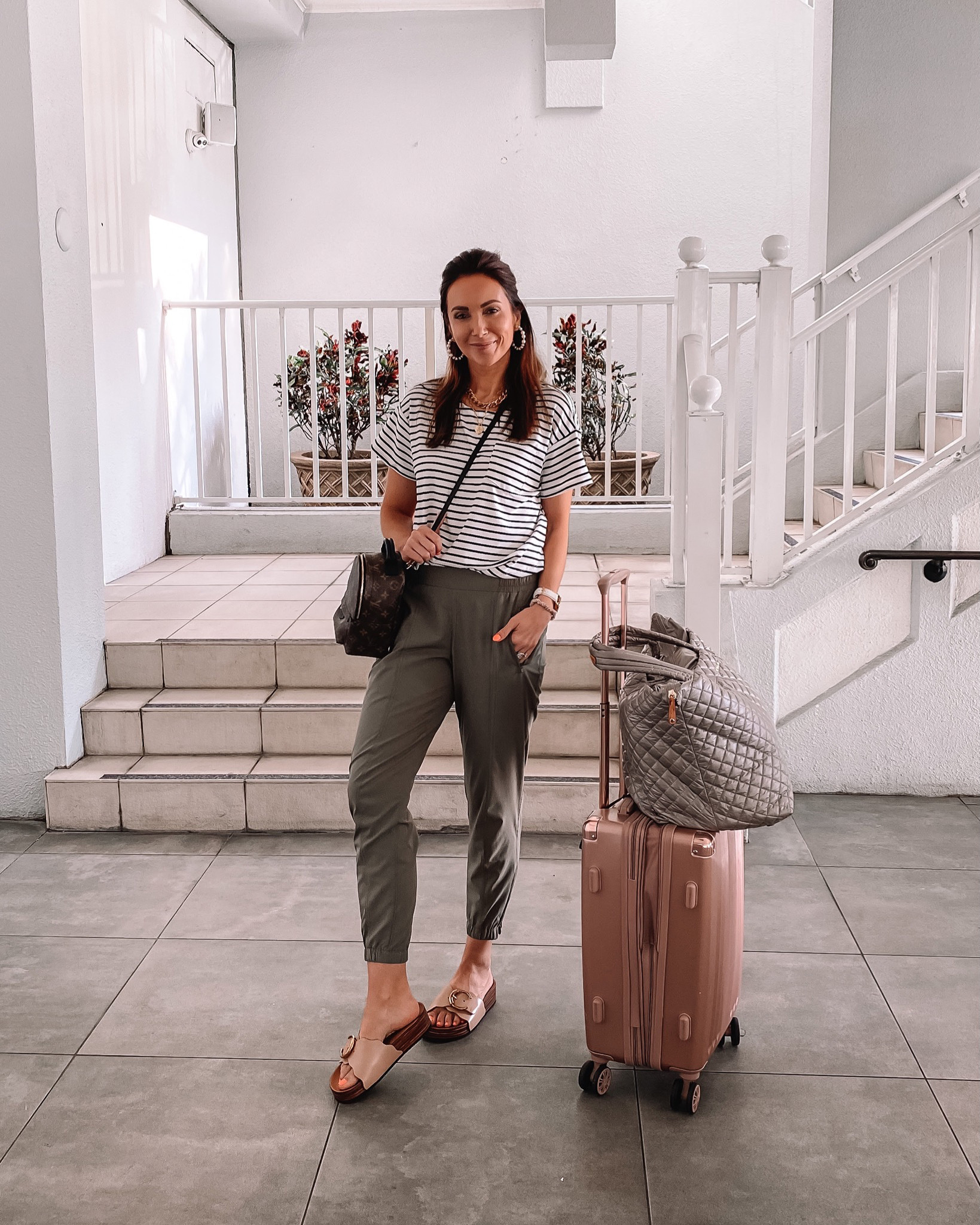 travel outfit, old navy joggers